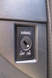 Vorsicht ist bei der Autopflege besonders im Innenraum geboten.