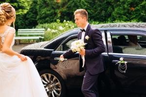 Autoschmuck für die Hochzeit: Sind Blumen, Schleifen und Fahnen erlaubt?