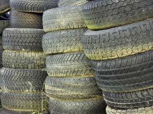 Fahren mit abgefahrenen Reifen wird als B-Verstoß gewertet.