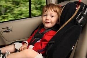 Eine Babyschale kann via Isofix oder Drei-Punkt-Gurt befestigt werden.