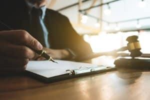 Wird die Baugenehmigung nicht erteilt, kann ein Anwalt behilflich sein