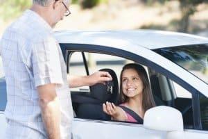 Begleitetes Fahren ist für Fahranfänger eine Gelegenheit früh Erfahrung im Straßenverkehr zu sammeln.