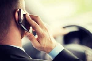 Im Gegensatz zum Fahrenden dürfen Beifahrer das Handy während der Fahrt nutzen.