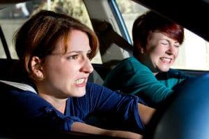 Beleidigung im Straßenverkehr: Aggressionen können anders abgebaut werden.