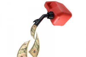 Mit der richtigen Fahrweise können Sie Benzingeld sparen