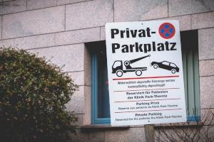 Parken Sie zu lange auf einem Besucherparkplatz, können Sie abgeschleppt werden.