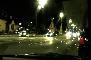 Betrunken Auto fahren erhöht das Unfallrisiko.