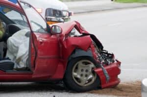 Tierüberreste am Fahrzeug sind ein Beweis für einen Wildunfall