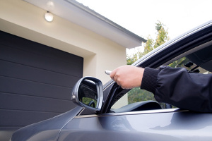 Billiger wird die Kfz-Versicherung meist, wenn Sie eine Garage für das Fahrzeug besitzen.
