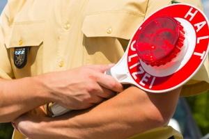 """""""Bitte folgen"""" – Die Polizei äußert keinen frommen Wunsch, sondern eine verpflichtende Anweisung."""