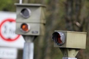 Blitzer und Radarfallen dokumentieren eine Geschwindigkeitsüberschreitung in der Schweiz.