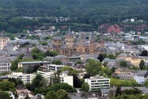 Blitzer in Trier: Heute können viele Modelle zugleich Tempo- und Rotlichtverstöße registrieren.