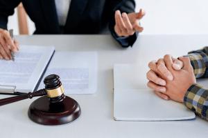 Wer bei einem Vertrag mit der BMW-Bank einen Widerrufsjoker einsetzen will, sollte sich ggf. an einen Anwalt wenden.
