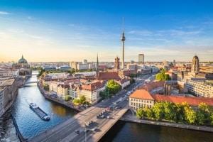 Kaufen Sie einen BMW, ist seine Herkunft offiziell München, aber BMW-Werke existieren unter anderem auch in Berlin, Regensburg und Leipzig.