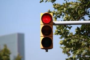 Rotlichtverstoß in Bremen: Der Bußgeldkatalog sieht unter Umständen auch ein Fahrverbot vor.