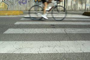 Die Bremsen richtig einstellen und Unfälle verhindern: Andernfalls ist eine private Haftpflichtversicherung ratsam.
