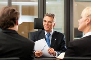 Brustkorbprellung: Beim Schmerzensgeld hilft ein Rechtsanwalt Ihnen weiter!
