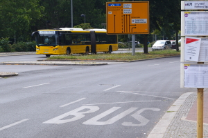 """Nähert sich ein Bus, zeigt die Ampel das Zeichen """"A"""" an."""