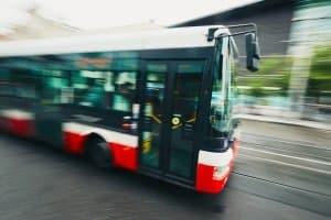 Für Busreifen gelten die gleichen rechtlichen Vorgaben wie für alle anderen Reifen auch.