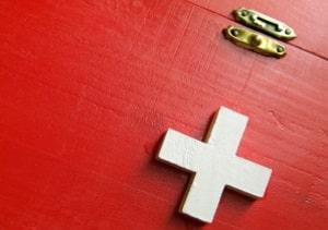 In der Schweiz gibt eine Busse oder eine Geldstrafe, wenn eine Sicherheitslinie überfahren wird.