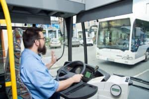 Für Busse gibt es vielerorts Sonderfahrstreifen