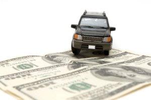 Autofahrer können mit einem Bußgeld rechnen. Falsches Abbiegen wird geahndet.