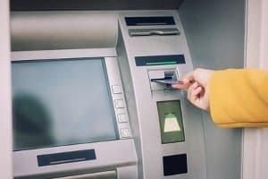 In wenigen Fällen können Sie das Bußgeld auch vor Ort bezahlen - allerdings regelmäßig nicht in bar.