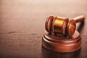 Sie haben einen Bußgeldbescheid bekommen, weil Sie geblitzt worden sind? Was Sie nun tun könnten, ist einen Anwalt zu konsultieren und Einspruch einzulegen.