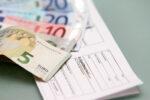 Bußgeldbescheid und Geldscheine