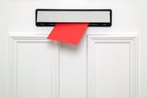 Bußgeldbescheid: Die Zustellung erfolgt nicht per Einschreiben, sondern durch eine Zustellungsurkunde.