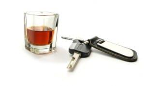 Alkohol am Steuer ist mit hohen Strafen im Bußgeldkatalog bedacht.