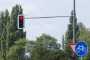 Bußgeldkatalog in Niedersachsen: Geschwindigkeitsüberschreitung oder Rotlichtverstoß werden wie überall Landes geahndet.