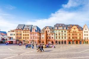 Greift ein besonderer Bußgeldkatalog in Rheinland-Pfalz, wenn der Blitzer bei Rasern auslöst?
