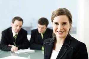 Wann können Sie sich an die Mitarbeiter der Bußgeldstelle in Frankfurt wenden?