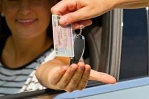 Auf der Bußgeldstelle in Krefeld können Sie nach bestandener Prüfung den Führerschein beantragen.