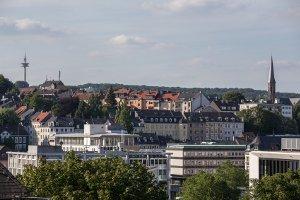 Bußgeldstelle Wuppertal: Per Telefon, Fax oder E-Mail kann ein Mitarbeiter der zuständigen Bußgeldstelle kontaktiert werden.