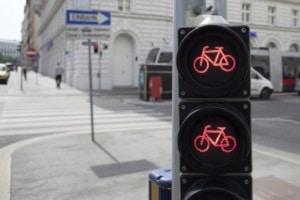 Dürfen Radfahrer die Busspur nutzen, sind die speziellen Ampeln zu beachten.
