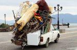 Laut § 32 StVO muss der Verantwortliche Verkehrshinderniss schnellstmöglich wieder beseitigen. Nicht nur Ladungsteile können das sein.