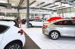 Eine Checkliste für den Autokauf beim Händler hilft Ihnen dabei, nichts zu vergessen.