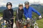 Ein Fahrrad mit Hilfsmotor erleichtert das Radfahren.