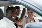 Eine Fahrt mit einer Stretchlimousine für eine Hochzeit, einen Geburtstag oder einen Junggesellenabschied mit Chauffeur mieten? Beachten Sie unsere Tipps!