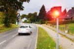 Fahrzeuge irrtümlich geblitzt: In Bielefeld standen mehrere Autofahrer überrascht im Blitzlichtgewitter.