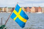 Die Flagge in Schweden vor der Stadt.