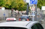 Alle Führerscheinklassen führen normalerweise zuerst in eine Fahrschule