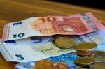 Geldstrafe bspw. bei Beleidigung: Wer bekommt eigentlich das Geld, das der Täter zahlen muss?