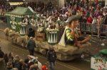 Umgangssprachlich bezeichnet der Karnevalswagen jedes Gefährt, das an einem Festumzug teilnimmt.