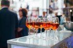Sperrfristverkürzung: Führt Alkohol zu einer Sperre, kann ein Antrag die Wartezeit verkürzen.