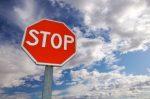 Die unverwechselbare Form vom Stop-Schild ist fast überall auf der Welt gleich.