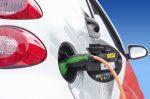 Wenn Sie einen Tesla mieten, können Sie fast lautlosen, elektrischen Fahrspaß genießen.