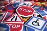 Zu Ihrer eigenen Sicherheit sollten Sie die Verkehrszeichen auf Island beachten.